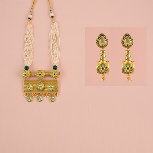 Traditional Antique Necklace With Earrings