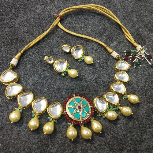 Traditional Choker Set With Earrings